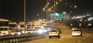 TEM Gebze-Dilovası arasında yol çalışması trafiği felç etti Viyadük yenileme çalışmalarında kilometrelerce araç kuyruğu oluştu