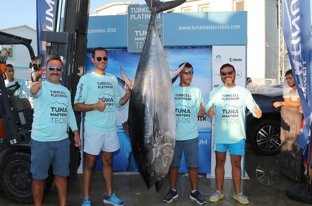 İzmir'de 190 kiloluk dev balık Turkcell Platinum Tuna Masters Teos Uluslararası Balıkçılık Turnuvası büyük heyecana sahne oldu