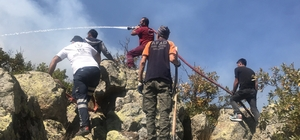 Aksaray'daki orman yangını 50 saat sonra kontrol altına alındı Aksaray'da iki gün önce başlayan ormanlık yangını 50 saat süren çalışma sonucu bugün söndürülürken, AFAD görevlisi bir kişi kayalıklardan düşerek ayağını kırdı