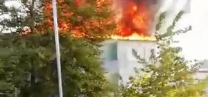 Karasu'da çatı alev alev yandı