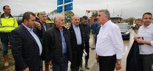 """Başkan Toçoğlu: """"Can kaybı olmaması en büyük sevincimiz"""" Sakarya Büyükşehir Belediye Başkanı Zeki Toçoğlu, selin yaşandığı ilçede incelemelerde bulundu"""