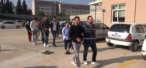Banka hesaplarını ele geçirip yasa dışı bahis sitesine para aktaran çete çökertildi Kuzey Kıbrıs'taki sahte bahis sitesine para aktarabilmek için öğrenci, işsiz ve ev hanımlarının banka hesaplarını ele geçiren 6 çete üyesinin banka hesaplarında 500 bin TL ele geçirildi
