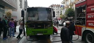 Sürücü, yolcuları tahliye etti, otobüsten alevler çıkmaya başladı