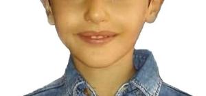 Üzerine demir kapı devrilen küçük çocuk, yaşam savaşını kaybetti
