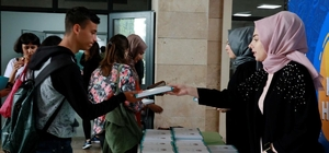 Körfez Kampüsü'nde eğitim gören öğrencilere broşür dağıtıldı