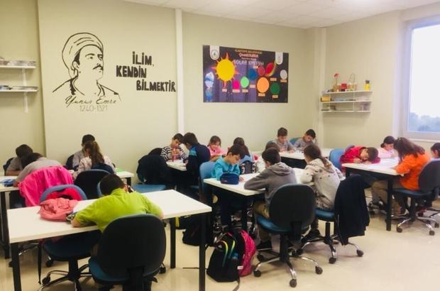 Bilgi Evi öğrencileri geleceğe okuyarak hazırlanıyor