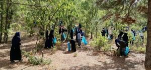 Öğrenciler mesire alanından çöp topladı