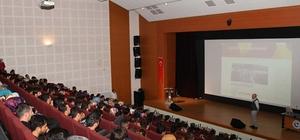Üniversitede duygusal zeka konferansı düzenlendi