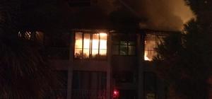 Denizli'de otel yangını Alevlere teslim olan otel kullanılamaz hale geldi 25 müşterinin olduğu otelde çıkan yangında ölen yada yaralanan olmadı