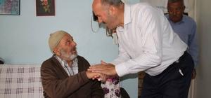 Başkan Ertürk, ilçenin yaşlı çınarlarını evinde ziyaret etti