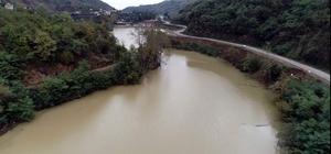 Sera Gölü temizleme çalışmalarının ardından eski haline döndürüldü Geçtiğimiz Ağustos ayında yaşanan sel nedeniyle yüzeyi çamur ve çöplerle kaplanan Sera Gölü, Türkiye'de alanında tek olan yüzen kepçe ile temizlendi