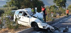 Otomobil karşı şeride uçtu: 2 ölü, 23 yaralı