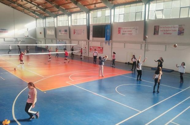 Spor etkinliklerine ilgi Simav İlçe Gençlik Hizmetleri ve Spor Müdürlüğü tarafından organize edilen etkinlikler, Akbaldır stadyumunda başladı