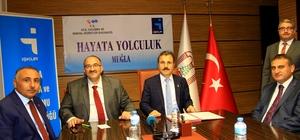 İş-Kur ve üniversite Türkiye'de ilke imza attı Türkiye'de ilk defa İş-Kurumu ile üniversite arasında 'Hayata Yolculuk' projesi kapsamında, devlet korumasında olan, madde bağımlısı ve eski hükümlü gibi kriterlere sahip üniversite öğrencileri için işbaşı eğitim programı protokolü imzalandı.