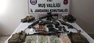Etkisiz hale getirilen teröristlerin üzerinden dolar çıktı