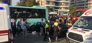 Manisa'da zincirleme kaza: 5 yaralı Manisa'da okul servisi, halk otobüsü ve bir otomobilin karıştığı kazada 5 kişi yaralandı