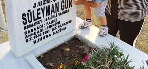 Şehit oğlunun baba özlemi Hiç görmediği babasının mezarındaki fotoğrafı öptü