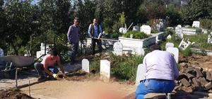 Köylüler el ele verdiler mezarlığı düzenliyor