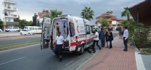 Manavgat'ta otomobil palmiyeye çarptı: 1 yaralı