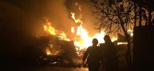 Palet fabrikasında çıkan yangın, geceyi aydınlattı Alev alev yanan fabrikada maddi hasar meydana geldi
