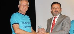 DPÜ'den vefa Kültür, sanat ve spor alanında şehirlerine katkı sağlayan vefat etmiş Kütahyalılar, Dumlupınar Üniversitesi'nin (DPÜ) düzenlediği 'Vefa Gecesi' etkinliğinde anıldı
