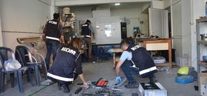 Torna dükkanından silah imalathanesi çıktı Denizli polisi kaçak silah imalatı yapan 6 zanlıyı yakaladı CNC makinesiyle kaçak silah imal eden zanlılar yakalandı Tamir için gelen silahları kopyalayıp aynısını yaptılar