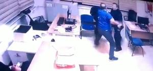 Demir çubukla polisi yaraladı Konya'da polis merkezinde çalışan sivil memurun, bir polis memurunu demir çubukla başına vurarak yaralaması kameraya yansıdı