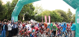 Cumhurbaşkanlığı Bisiklet Turunda 5. etap heyecanlı başladı Marmaris-Selçuk etabından sonra Selçuk-Manisa etabı başladı