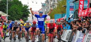 Selçuk-Manisa etabının 1.'si Alvaro Jose oldu 54. Cumhurbaşkanlığı Türkiye Bisiklet Turu Selçuk-Manisa Etabı tamamlandı