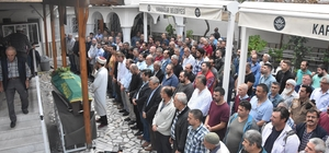 İzmir'de gazdan etkilenip hayatını kaybeden işçi toprağa verildi