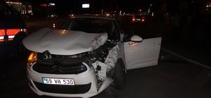 Manavgat'ta alkollü sürücünün kırmızı ışık ihlali kazayla bitti: 1 yaralı