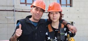 (Özel haber) İnşaatta çalışan Aybüke, mesleğin cinsiyeti olmaz dedirtti 13 yaşından itibaren inşaatlarda babasına yardımcı oluyor