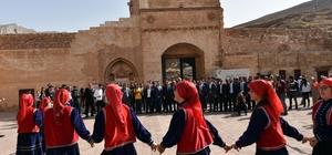 """Bakan Ersoy: """"Doğu ve Güneydoğu'ya turizmde pozitif ayrımcılık sağlanması lazım"""""""