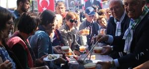Tarihi meydanda tarhana kazanları kaynadı Muğla'nın Menteşe İlçesinde 'Muğla İçin Gelecek' platformu tarafından tarihi Saburhane Meydanı'nda Tarhana Festivali gerçekleştirildi.