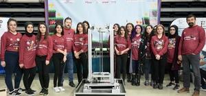 """Anadolu'nun kızlardan oluşan ilk robot takımı Kanada'da Türkiye'yi temsil edecek Yazılımından tasarımına kadar milli ve yerli olarak geliştirilen Hitit adlı robotla koli taşınabilecek, çöp toplanabilecek """"Gelecek bizimle gelecek"""" sloganıyla yola çıkan liseli kızların hedefi Türkiye katma değer sunmak"""