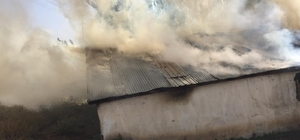 Erzurum'da korkutan yangın 1 ev ve bin 200 balya ot kül oldu
