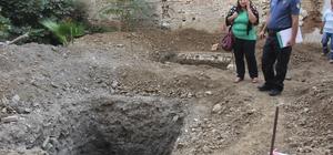 Sit alanındaki kazıdan kemikler çıktı Adana'da sit alanı ilan edilen Adana'nın işgali sırasında Fransızların karakol olarak kullandığı evin yanındaki yerde yapılan kazıda kemikler bulundu Kemiklerin insana mı yoksa hayvana mı ait olduğu araştırılacak