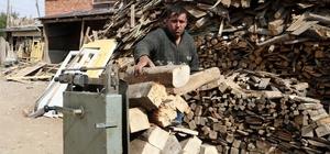 Kışlık odun fiyatları zamdan etkilenmedi Sivas'ta kışlık odun satışı yapan esnaf, artan doğalgaz fiyatları sonrası fırsatçılık yapmayarak kışlık odun fiyatlarını geçen yılla aynı fiyattan satışa sundu
