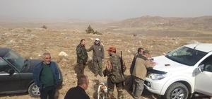 Sivas'ta geniş kapsamlı kaçak avcı operasyonu Sivas'ta DKMP 15. Bölge Müdürlüğü ekipleri jandarma destekli düzenledikleri operasyonda usulsüz avlanan 65 avcı hakkında tutanak düzenledi
