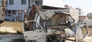Göçmenleri ölüme taşıyan kamyon, yediemin deposunda Hurdaya dönen kamyonda can yelekleri ve çikolatalar dikkat çekti