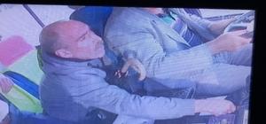 (Özel Haber) Tartıştığı minibüs şoförünün telefonunu böyle çaldı Minibüs şoförünün cep telefonunu çalan hırsız saniye saniye güvenlik kameralarına yansıdı