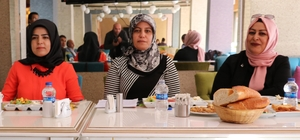 """Kadın derneği üyeleri basınla bir araya geldi Erdemkent Kadın Dayanışma ve Kalkındırma Derneği Başkanı Handan Fidan: """"Kadın derneği olarak kooperatifleşmeyi düşünüyoruz"""""""