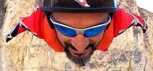 Base jump sporcusu Atlama Kulelerinden paraşütle atladı İzinsiz atlayış yapan sporcuyla ilgili Kayak Federasyonunca suç duyurusunda bulunuldu