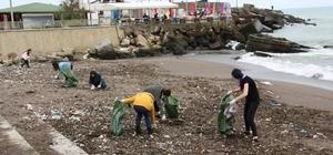 Üniversite öğrencileri sahili temizledi