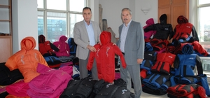 Burdur'da öğrencilere mont yardımı