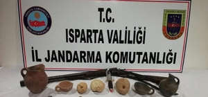 Isparta'da Tunç Çağı'na ait 12 parça tarihi eser ele geçirildi Tarihi eser satmak için Konya'dan Isparta'ya gelen 2 kişi yakalandı
