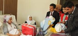Kızılay'dan annelere yardım paketi ve bebek arabası