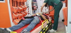 Minibüs ile motosiklet çarpıştı: 2 yaralı