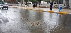 Yağmur yağışı sonrası rögarlar taştı