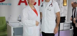 Anne oğul aynı hastanede görev yapıyor Genç doktor annesinin hemşire olduğu hastanede göreve başladı